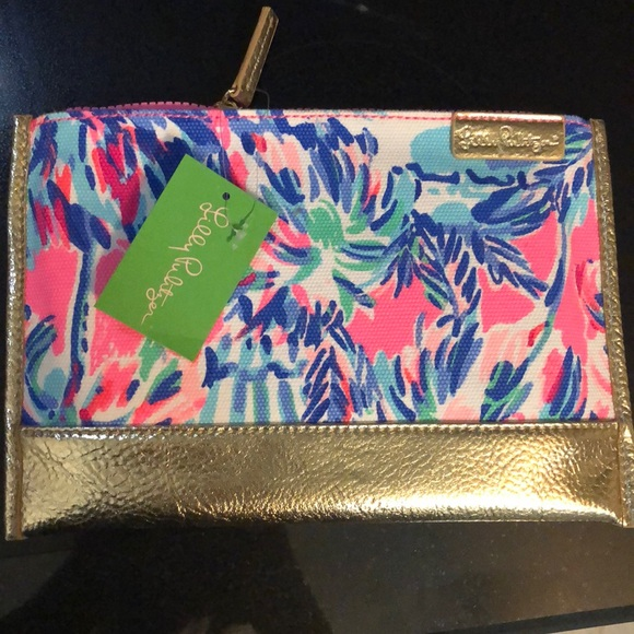 Lilly Pulitzer Handbags - NWT Lilly Pulitzer Gypset pouch - super cute!